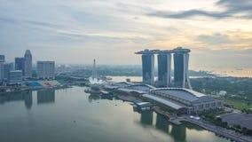 新加坡都市风景地平线与地标对夜间流逝的大厦天在新加坡市 影视素材