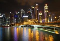 新加坡都市风景小游艇船坞海湾在晚上 库存图片