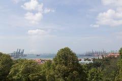 新加坡集装箱码头看法  库存照片