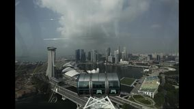 新加坡鸟瞰图,去下来在飞行物 股票视频
