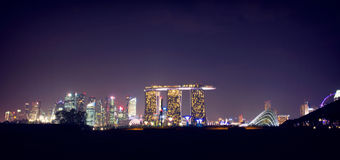 新加坡,小游艇船坞海湾沙子夜场面  库存照片