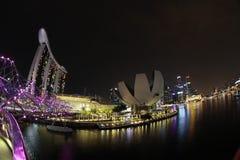 新加坡,小游艇船坞海湾海湾的看法在晚上 免版税库存图片