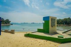 新加坡,新加坡- 2018年2月01日:情报签署一个扔石头的结构在沙子位于巴拉望岛 免版税库存照片