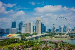 新加坡,新加坡- 2018年2月01日:新加坡飞行物室外看法-最大的弗累斯大转轮与a的世界 免版税库存照片