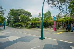 新加坡,新加坡- 2018年2月01日:日间圣淘沙海岛户外的未认出的人在新加坡 库存图片