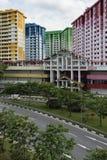 新加坡,新加坡- 2017年11月12日:Rochor中心,五颜六色的建屋发展局平在新加坡 免版税库存图片