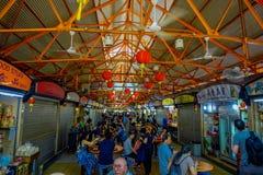新加坡,新加坡- 1月30 2018年:吃在拉乌Pa星期六节日市场Telok Ayer上的未认出的人民是a 库存照片