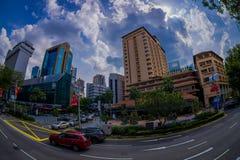 新加坡,新加坡- 1月30 2018年:汽车、街道和都市场面在新加坡中区  图库摄影