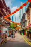 新加坡,新加坡- 1月30 2018年:走在公开市场上的室外观点的未认出的人民拉乌Pa星期六 免版税库存图片