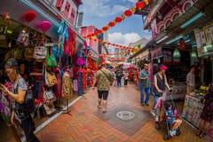 新加坡,新加坡- 1月30 2018年:走在公开市场上的室外观点的未认出的人民拉乌Pa星期六 库存图片