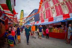 新加坡,新加坡- 1月30 2018年:走在公开市场上的室外观点的未认出的人民拉乌Pa星期六 库存照片