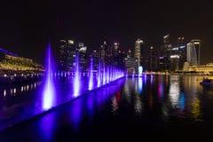 新加坡, 2017年12月15日:在小游艇船坞海湾的美好的lightshow 库存照片