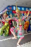 新加坡, 2018年3月08日-泰国女性舞蹈家在新加坡执行 免版税库存照片