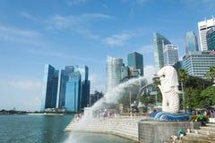 新加坡, 2015年7月16日:Merilon雕象看法在小游艇船坞海湾的我 库存照片
