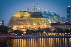 新加坡, 12月20,2013 :新加坡市在晚上 库存照片