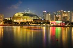 新加坡, 12月20,2013 :新加坡市在晚上 免版税库存照片
