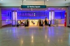 新加坡:小游艇船坞方形的购物中心 免版税库存图片
