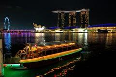 新加坡:河出租汽车 库存照片