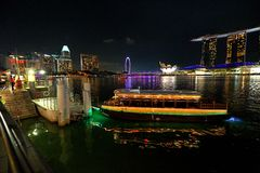 新加坡:河出租汽车 免版税库存照片