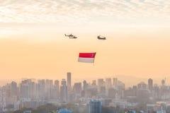 新加坡50年国庆节彩排小游艇船坞海湾旗子回顾 免版税库存图片