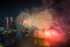 新加坡50年国庆节彩排小游艇船坞海湾烟花 免版税库存图片