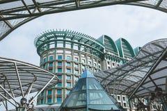 新加坡- 2016年1月19日:与现代大厦的都市场面 免版税库存图片