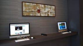新加坡- 2015年4月2日:在桌上的计算机在一个商业中心在一家豪华旅馆 免版税库存图片