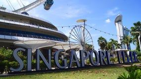 新加坡- 2015年4月2日:新加坡飞行物和标志的天视图 在高度165m,新加坡飞行物是 库存照片