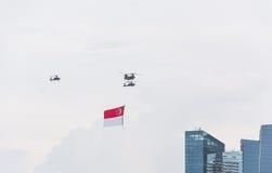 新加坡2015年7月, 18 :在天空的直升机飞行第五十安的 免版税图库摄影