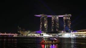 新加坡-2012年3月:在小游艇船坞海湾沙子的轻的展示在新加坡 影视素材