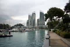 新加坡- 2014年11月22日, :凯佩尔海湾的小游艇船坞 凯佩尔的小游艇船坞 图库摄影