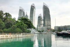 新加坡- 2014年11月22日, :凯佩尔海湾的小游艇船坞 凯佩尔的小游艇船坞 免版税库存图片