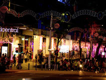 新加坡- 2012年12月24日:在罪孽街道的装饰  免版税库存图片