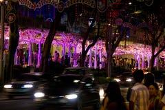 新加坡- 2012年12月24日:在罪孽街道的装饰  库存图片