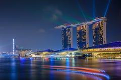 新加坡-11月13日:小游艇船坞海湾在2015年11月13日的晚上铺沙手段在新加坡 库存照片