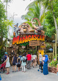 新加坡-2015年7月20日:游人和主题乐园访客Attra 库存图片