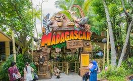新加坡-2015年7月20日:游人和主题乐园访客Attra 免版税库存照片