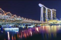 新加坡- 2012年8月04日:螺旋桥梁,小游艇船坞海湾沙子 免版税图库摄影