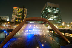 新加坡10月12日:财富10月1日的夜视图喷泉  免版税图库摄影
