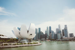 新加坡-2015年7月16日:ArtScience博物馆是其中一种吸引力在小游艇船坞海湾沙子,一种联合手段在新加坡 免版税库存图片