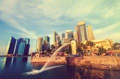 新加坡-6月6日:Merlion公园在与太阳的黎明 免版税图库摄影