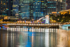 新加坡- 2016年12月10日:Merlion雕象,一偶象 库存图片