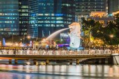 新加坡- 2016年12月10日:Merlion雕象,一偶象 库存照片