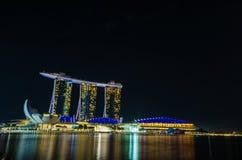 新加坡- 6月6 :小游艇船坞海湾沙子在晚上,最前的世界的 库存图片