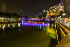 新加坡- 4月30 :新加坡市地平线和小游艇船坞在A咆哮 库存照片