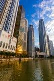 新加坡- 4月15 :新加坡市地平线和小游艇船坞在A咆哮 库存照片