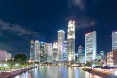 新加坡6月16,2016 :新加坡市地平线在晚上 免版税库存图片
