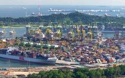 新加坡- 7月08 :2012年7月08日的新加坡商业口岸 库存图片