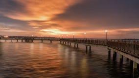 新加坡-樟宜木板走道日落场面 库存照片