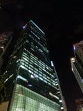 新加坡` s小游艇船坞海湾商业区在夜之前 库存照片